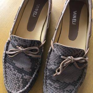 Vaneli walking Shoes Quirey style